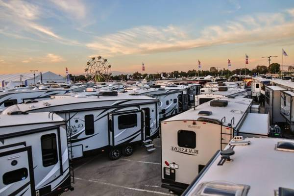 9-Tips-to-Get-Motorhomes-or-Old-Travel-Trailers-for-Free